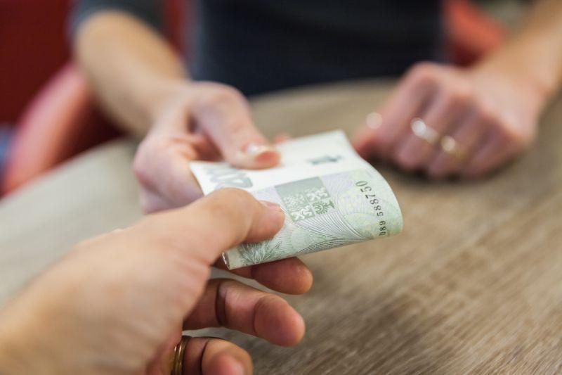 Vydávání peněz v hotovosti vašim zaměstnancům nemusí být jedná cesta